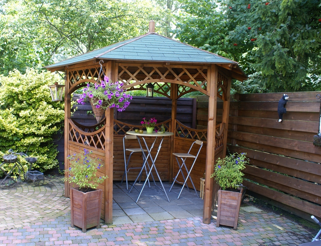 Curved lattice wooden gazebo cheap prices buy online for Small garden shelter